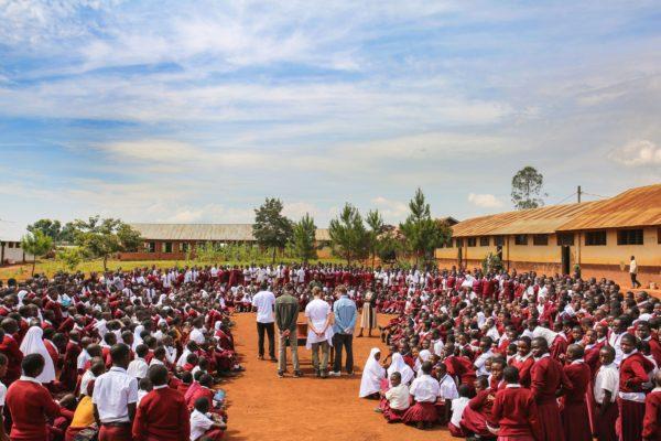 Präsentation der Filter an einer Secondary School und nach einem Gottesdienst